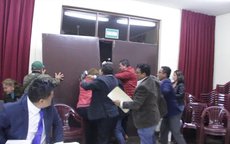 Alcalde Chimbote tuvo que salir protegido de MPS por temor a ser agredido 2
