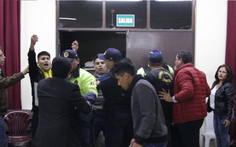 Alcalde Chimbote tuvo que salir protegido de MPS por temor a ser agredido 3