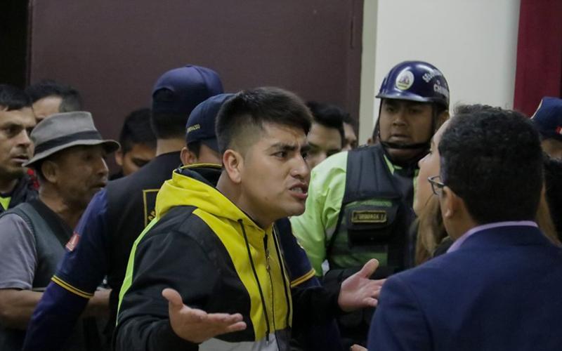 Alcalde Chimbote tuvo que salir protegido de MPS por temor a ser agredido 4