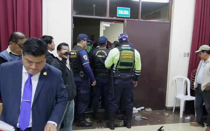 Alcalde Chimbote tuvo que salir protegido de MPS por temor a ser agredido 5