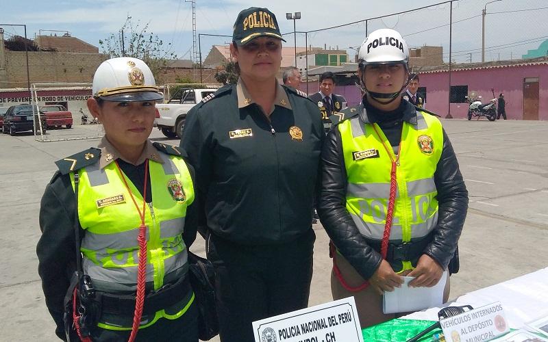 Mujer polic a es la nueva jefa del departamento de la polic a de tr nsito de chimbote radio - Oficina del policia ...