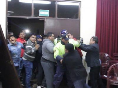 Alcalde Chimbote tuvo que salir protegido de MPS por temor a ser agredido 1