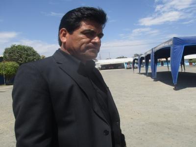 Director UGEL Santa Robert Iturria