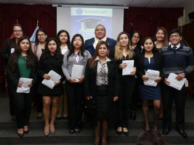 odecma_del_santa_reconoce_a_los_mejores_estudiantes_de_derecho_de_chimbote_1